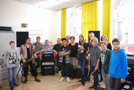 Instrumente gestiftet von Huges&Kettner, City Musik und Popfarm für die Marie-Kahle-Gesamtschule